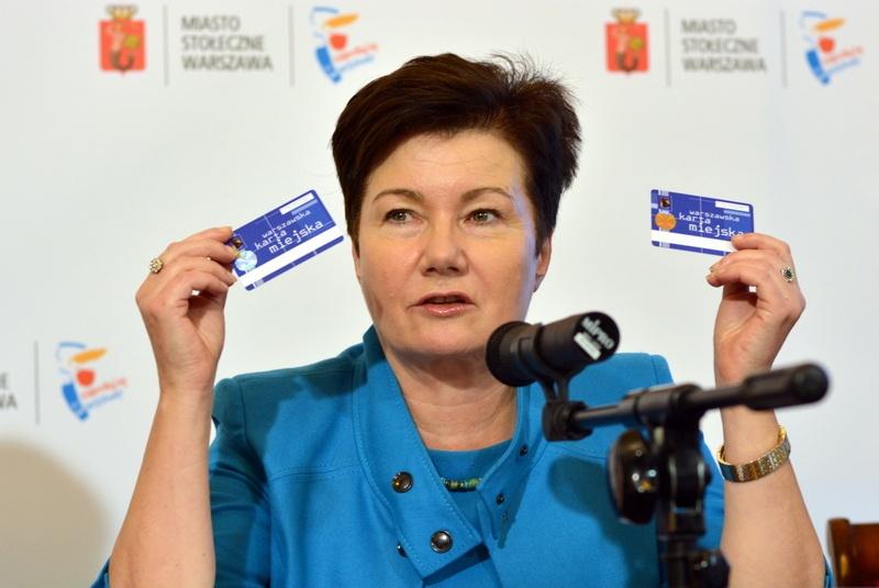 Prezydent Warszawy Hanna Gronkiewicz-Waltz prezentuje Kartę Warszawiaka