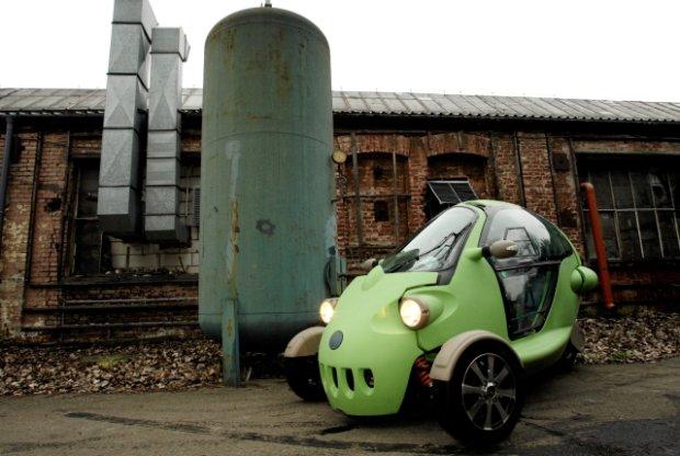 Przykład pruszkowskiej przyszłości - samochód elektryczny Revolt.