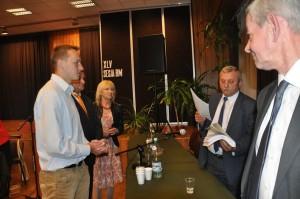 Prezydent Starzyński przyjmuje m.in. z rąk Jana Górskiego (Sekretarza SLD) list protestacyjny, na który do dziś nie ma odpowiedzi...